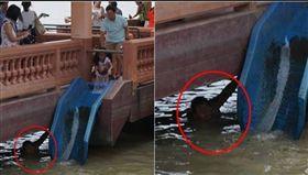 ▲遊客放生魚做功德,驚見水中黑衣人「你放我抓」。(圖/翻攝自泰國網臉書)