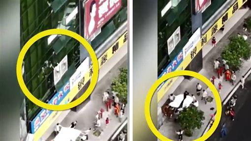 大陸重慶發生一起墜樓意外,一名7歲左右男孩不慎從8樓摔落,現場民眾合力用床墊接住,但床單太薄,男童掉下來「砸破」床單重摔在地。目前男童還在醫院重症室觀察,至於詳細的墜樓原因仍待當地警方調查。(圖/翻攝自梨視頻)
