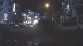 馬來西亞一名變態男公然「性侵」BMW(圖/翻攝自YouTube)