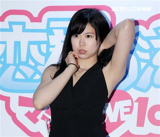 以素人身份出道的AV女優「宮村菜菜子」擁有D罩杯與167公分身高的長腿。(記者邱榮吉/攝影)