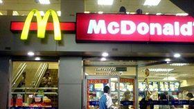 麥當勞(圖/攝影者建燁, 翻攝自維基百科) https://zh.wikipedia.org/wiki/File:McDonald%27s2009.jpg