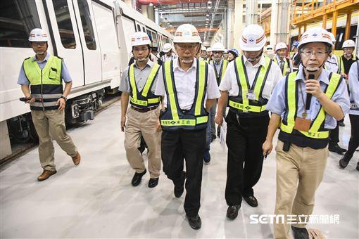 台北市長柯文哲視察傑森環狀線十四張犁站。(圖/記者林敬旻攝)