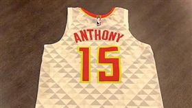 老鷹推特貼出完成的Anthony球衣(圖/取自老鷹官方推特)