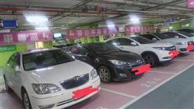 7格婦幼車位被停滿 僅1台車有證!她怨:申請的是白癡嗎 圖/翻攝自爆怨公社臉書