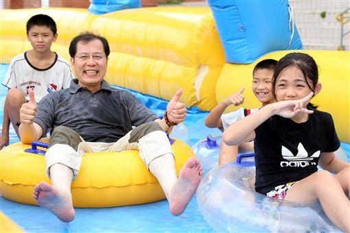 嘉義暑期瘋狂滑水趣 親子清涼一下