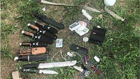 帶10把刀逛校園被逮 18歲少年辯:被朋友放鴿子! 圖/翻攝自推特