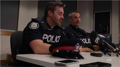 加拿大,淹水,暴雨,警察,救人 圖/翻攝自YouTube