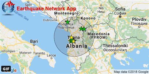 當局表示,規模5.4和5.1地震今日接連侵襲阿爾巴尼亞北部,造成67棟房舍受損,但無人員受傷。(圖/翻攝自推特)