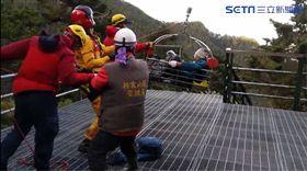 一名登山客跌邊坡 嘉義南投消防合力救