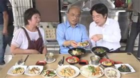 民進黨新北市長參選人蘇貞昌12日中午到萬里一家小吃店吃午餐,並邀來神秘嘉賓、身為「萬里子弟」的行政院長賴清德。(圖/翻攝臉書)
