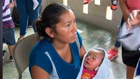閻羅王拒收?宏都拉斯7月大女嬰葬禮時「復活」(圖/翻攝YouTube)