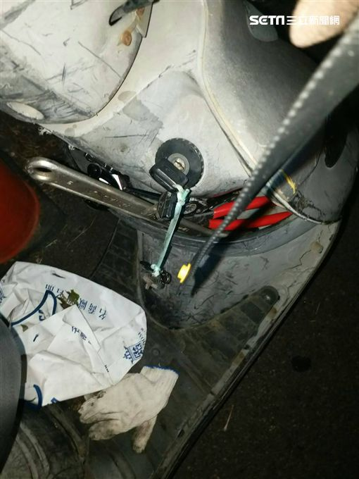 桃園,偷電瓶,落網,扳手,作案工具