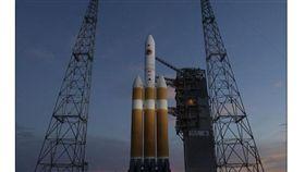 探測器展開首次探日任務 盼解太陽風暴謎團(圖/翻攝自Daily Mail)