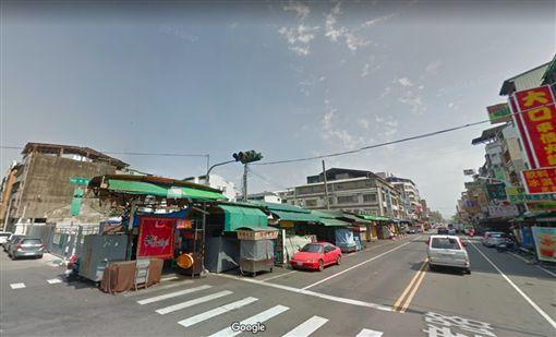 國賓影城興建在忠孝夜市商圈內。(圖/取自GoogleMap)