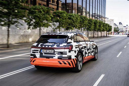 車訊網/大戰開打!Audi首部電動SUV 8月底亮相