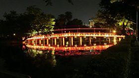 台中公園光環境再造計畫在公園多處區域進行照明、布燈