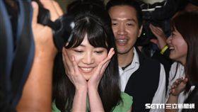 民進黨台北市長參選人姚文智前往市議會與議員高嘉瑜破冰,會後記者會。 (圖/記者林敬旻攝)