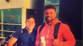 ▲格里菲斯和朋友酒後直接飛往西班牙。(圖/翻攝自Instagram)