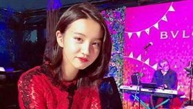 「日劇天王」木村拓哉與工藤靜香的15歲女兒木村光希。(翻攝IG)