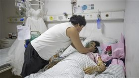 為白血病女友辦婚禮 準新娘突病逝…他哽咽:早認識就好了 圖翻攝自搜狐https://www.sohu.com/picture/246842190
