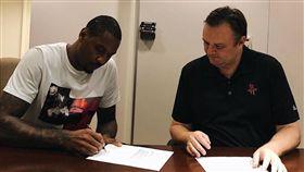 Carmelo Anthony正式與火箭簽約(圖/取自火箭官方推特)