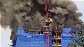 濃煙密布!韓10層樓工地大火 疑焊接火花釀禍 圖/翻攝youtube
