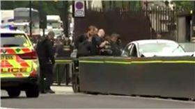 英國會大廈驚傳汽車衝撞 多名路人受傷 圖/翻攝自推特