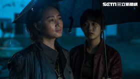 在電影《中國城》中金高銀飾演一位遭到遺棄的孩子。(圖/華聯國際提供)