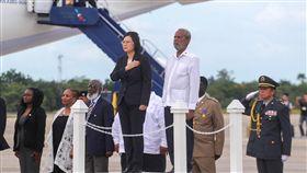 總統訪友邦 貝里斯軍禮歡迎(1)總統蔡英文「同慶之旅」在當地時間16日下午抵達貝里斯,在機場獲貝里斯以隆重軍禮歡迎。中央社記者裴禛貝里斯攝 107年8月17日