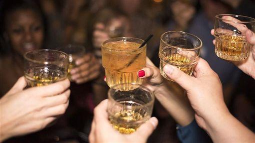 喝醉、酒醉、喝酒、夜店、狂歡/pixabay