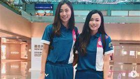 詹詠然(右)與妹妹詹皓晴聯手專攻亞運女雙項目。(圖/翻攝自詹詠然IG)