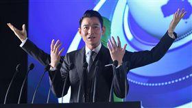 天王劉德華扮演「四手天王」。(圖/OSIM提供)
