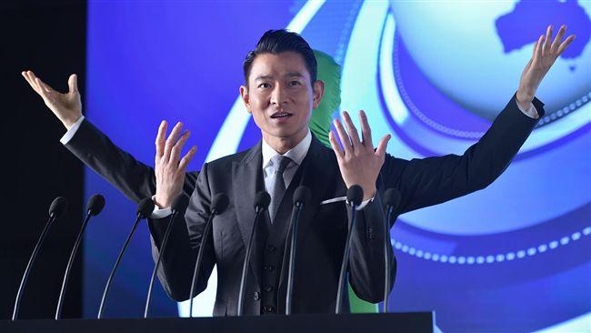 劉德華扮「四手天王」 戲精分飾多角