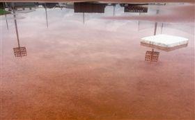天母棒球場淹了!球員「全員逃走中」 午後雷陣雨,中華職棒,天母棒球場,淹水,暴雨 翻攝自中華職棒臉書粉絲頁