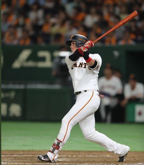 陽岱鋼8局下揮出日本職棒的第99號全壘打。(圖/翻攝自巨人Twitter)