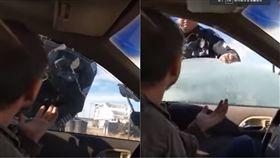 美國,警察,臨檢,車窗,墨西哥,安全帶,駕駛,Phillip Page,證件 圖/翻攝自YouTube http://youtu.be/j4Qn3eQx-u4