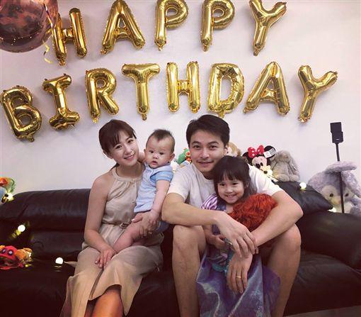 楊銘威跟方志友18日為寶貝女兒Mia慶祝3歲生日。(翻攝臉書)