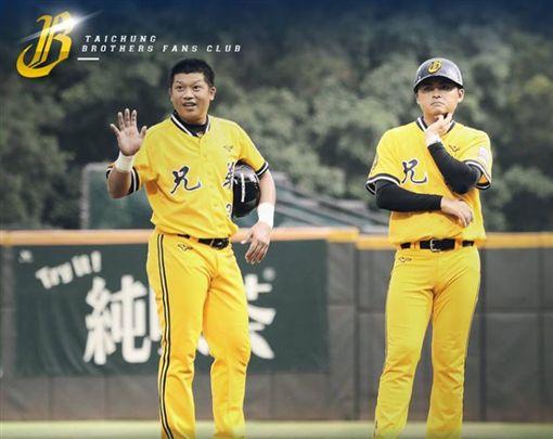 敲出勝利打點的陳江和(左)獲單場MVP。(圖/翻攝自兄弟Fans Club臉書)