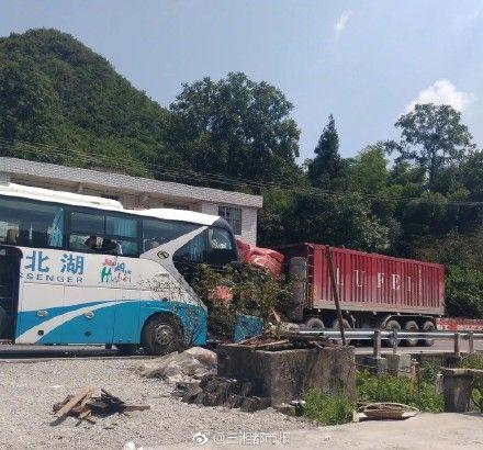 貨車失控迎面駛來 遊覽車司機犧牲…保車上38乘客性命圖翻攝自微博