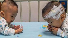 雙胞胎患罕病…只能救一個 父母讓孩子「抓周」定生死 圖/翻攝自陸媒《韶關新聞網》