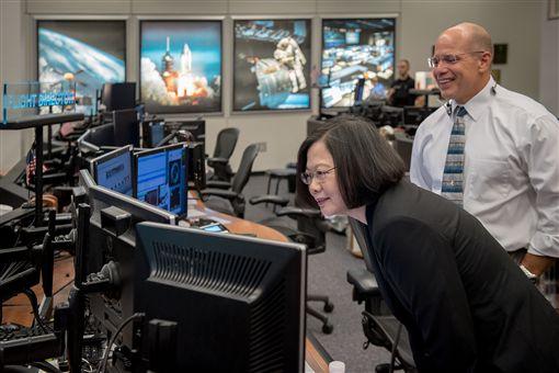 總統蔡英文19日參訪美國國家航太總署(NASA)所屬詹森太空中心(Johnson Space Center)。