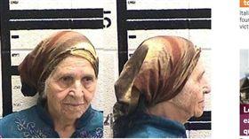 執法過當?3警用電槍電倒87歲阿嬤 美國,警察,電擊槍,執法過當,移民 https://metro.co.uk/2018/08/16/police-taser-87-year-old-grandmother-as-she-does-her-gardening-7849133/