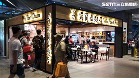 台中高鐵站的吳寶春麥方店。(圖/記者蔡佩蓉攝影)