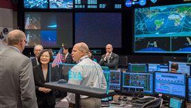 蔡英文總統參觀美國國家航空暨太空總署(NASA)所屬詹森太空中心(圖/翻攝自蔡英文臉書)