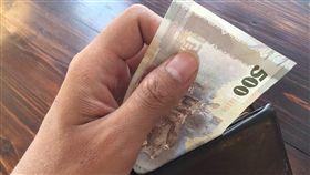 竊盜,偷竊,偷錢,錢包,示意圖。呂品逸攝