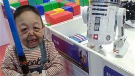 6歲童患罕病面容如80歲 母泣:生給你這張臉是我的錯(圖/翻攝自The Sun)