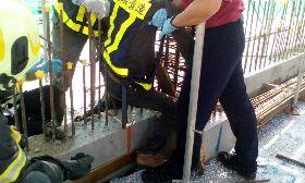 通霄電廠工人墜落  腿遭鋼筋刺穿送醫