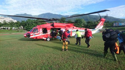 花蓮,馬博橫斷,喀西帕南山,救難隊員,空勤總隊。翻攝畫面
