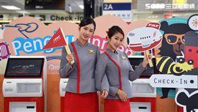 遠東航空,拍照,打卡,喔熊組長,菊島浩克,吉祥物,/遠航提供
