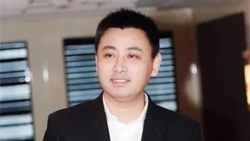 阜興金融控股集團董事長朱一棟,涉嫌炒股。(圖/翻攝自雪花新聞)